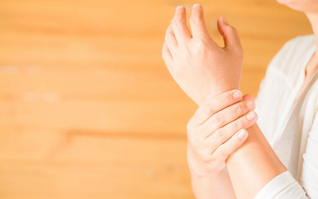 Deflazacort a dosis bajas en artrosis dependiente de estrógenos